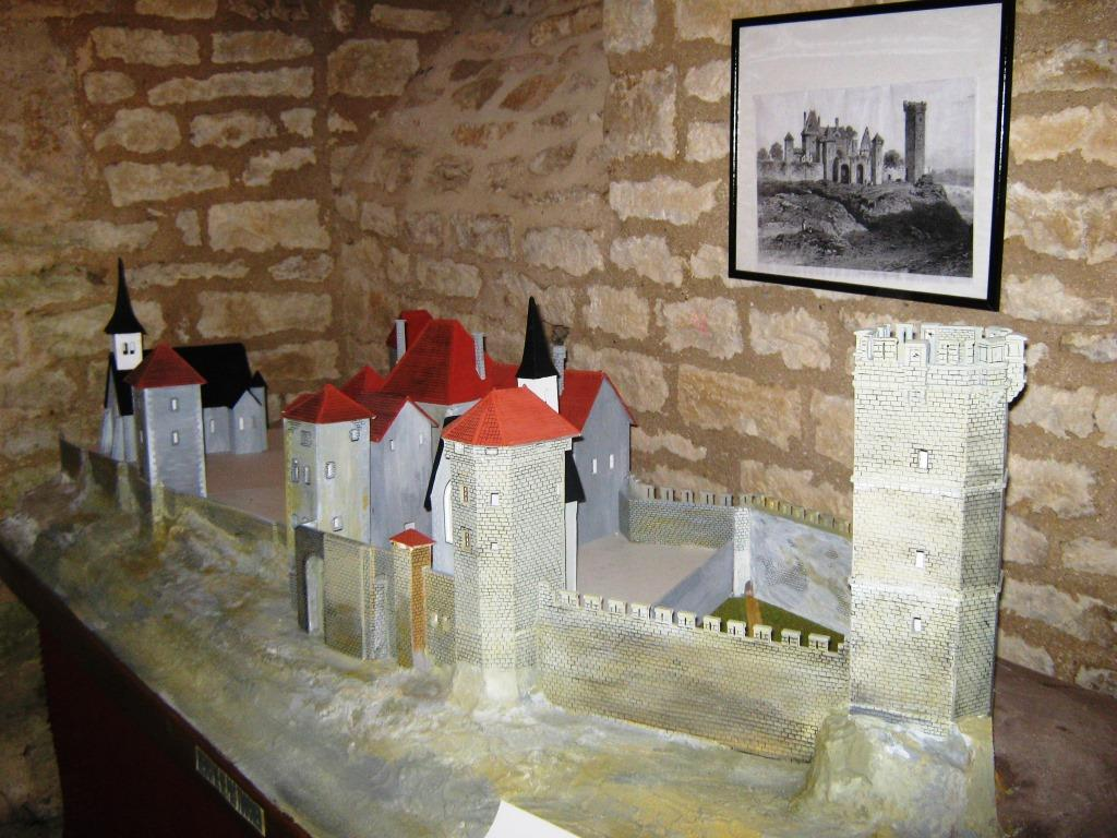 Maquette chateau Montbard